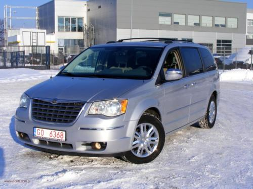chrysler-town-country-2010-limited[1]